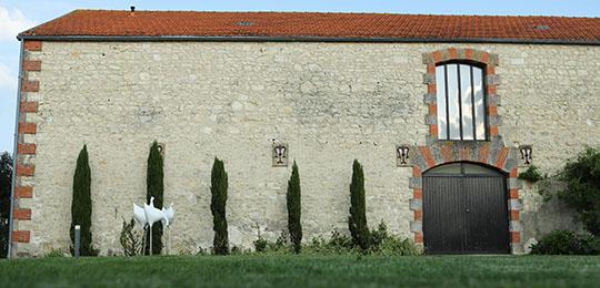 Façade et jardin de la maison de séminaires
