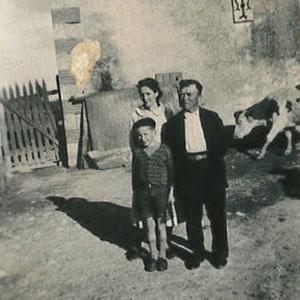 Ancienne photo famille avec vache Le Pas des Eaux à Angoulins